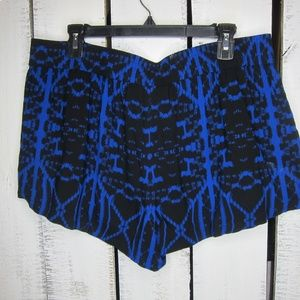 Express Shorts - Express Patterned Shorts Size L